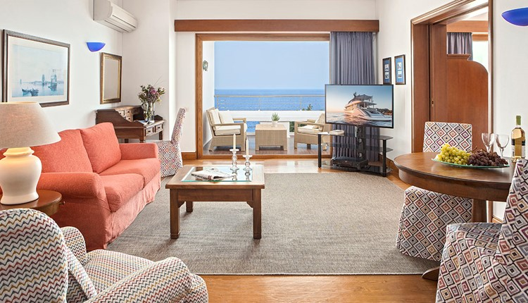 Premium Hotel or Bungalow Suite Sea View for single use